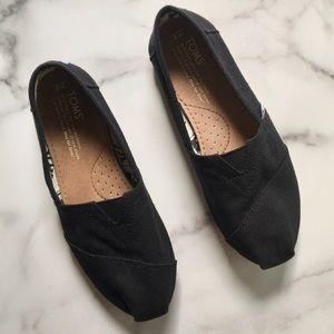 Toms Black Canvas Classic Slip-On Shoe Sz 6